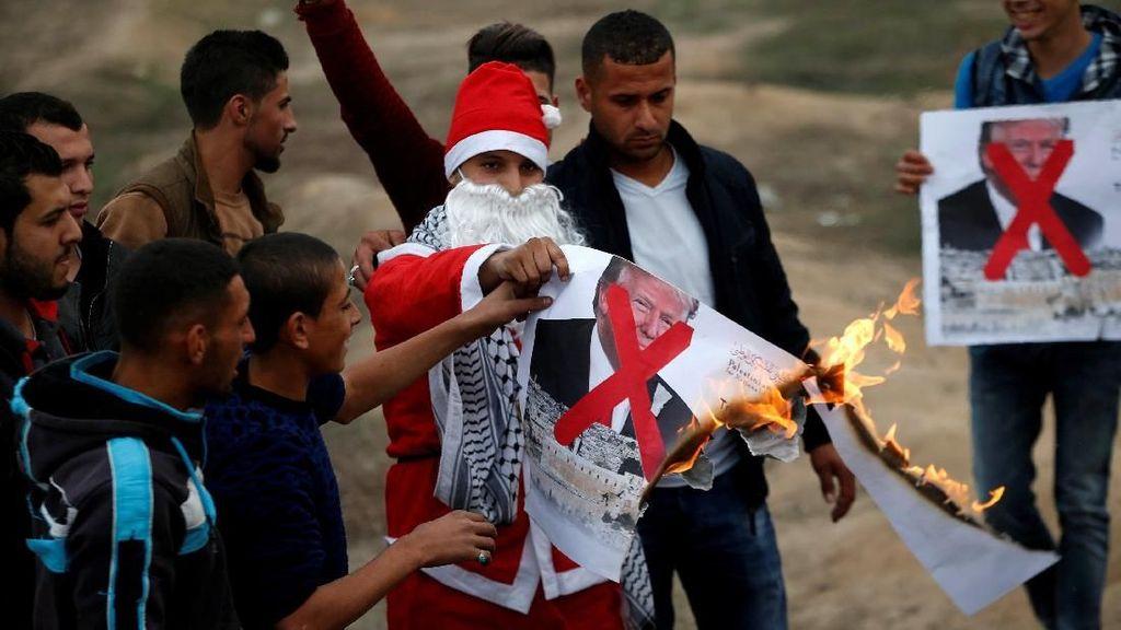 Santa Claus-pun Demo Bela Palestina