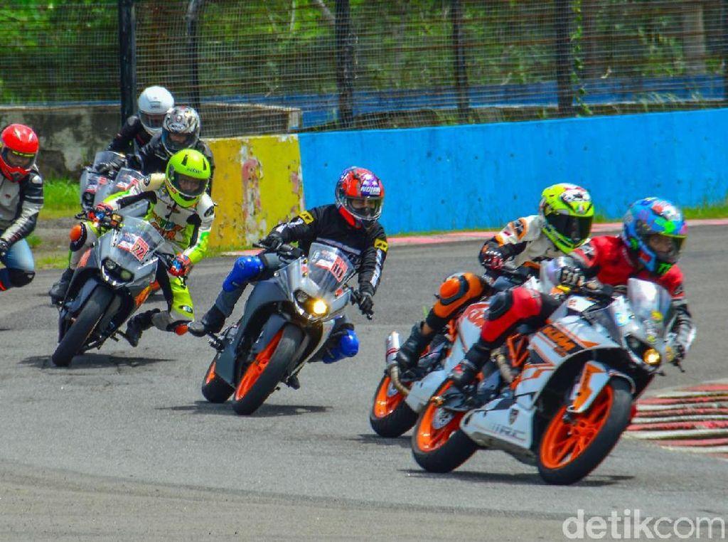 Pencinta Motor KTM Cicipi Aspal Sentul