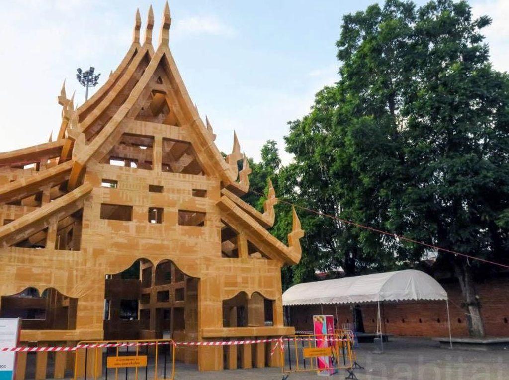 Ada Kuil Terbuat Dari Kardus di Thailand