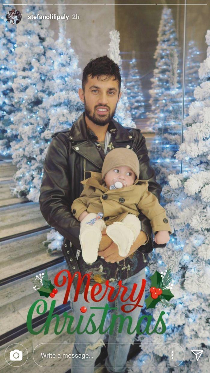 Pemain Bali United, Stefano Lilipaly, berbagi kebahagiaan natalnya kali ini lewat instastory di Instagram. Ia mengunggah foto anak dan istrinya. (Foto: Instagram @stefanolilipaly)