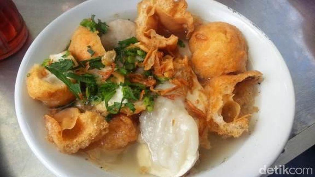 Lagi Ada di Bandung? Jangan Lupa Cicip 9 Makanan Enak Ini!