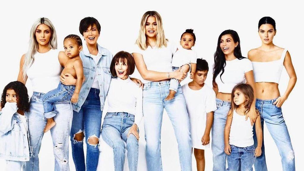 So Cute! Foto Ceria Keluarga Kim Kardashian Sambut Natal