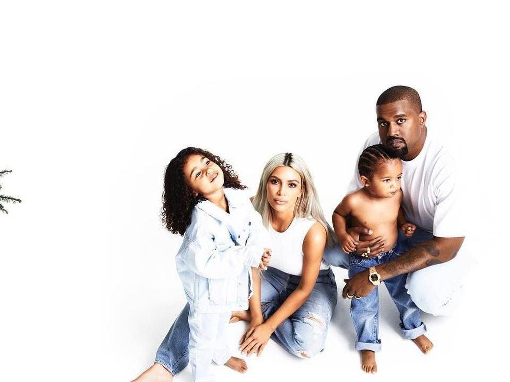 Unggah Foto Ini, Kim Kardashian Beri Kode Nama Anak Ketiga?