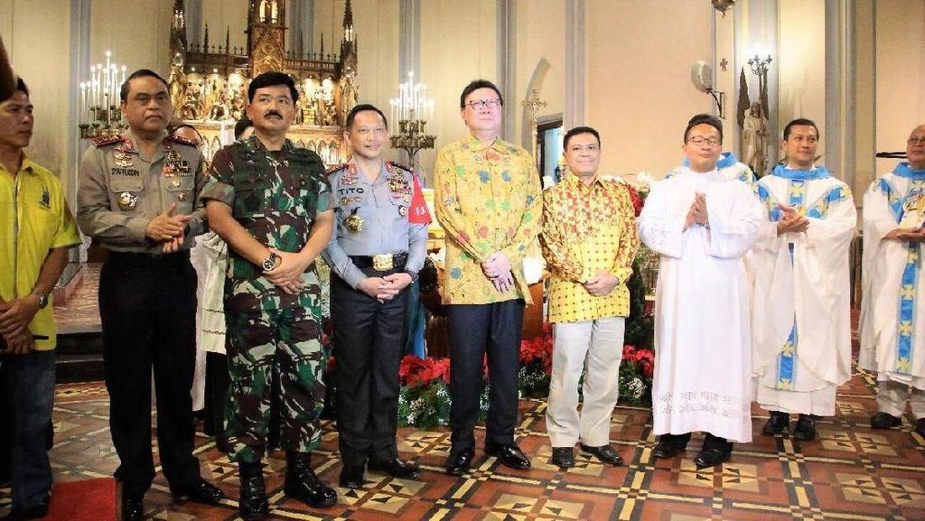 Momen Kapolri dan Panglima TNI Pastikan Malam Natal Aman