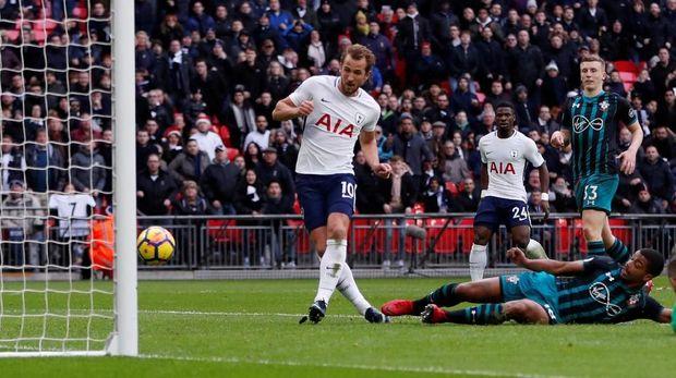 Harry Kane konsisten mencetak puluhan gol per musim bersama Tottenham Hotspur sejak musim 2014/2015.