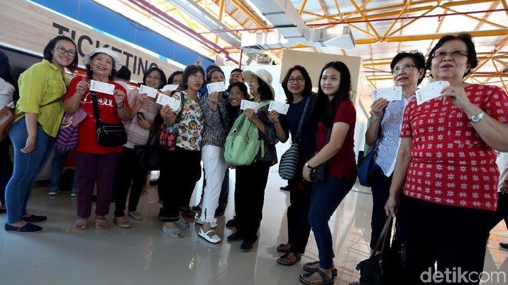 Senyum Lebar Warga Ramai-Ramai Jajal Kereta Bandara Soetta