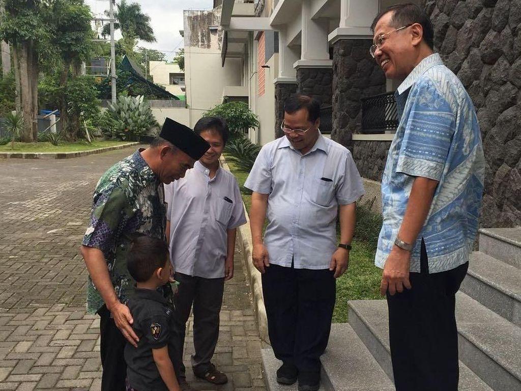 Foto: Libur Natal, Mendikbud Ajak Putranya Sambangi Rumah Seminari