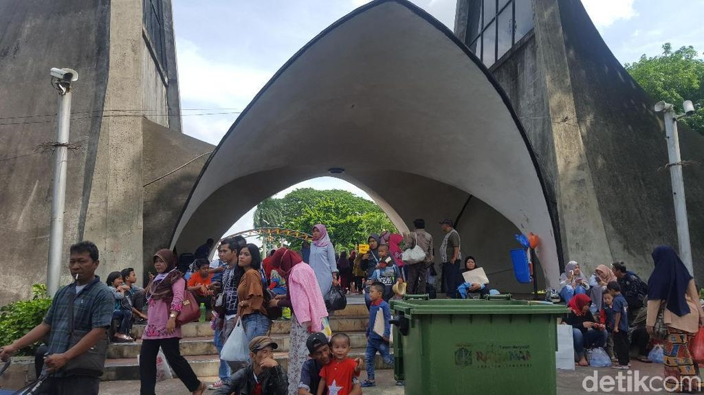 Foto: Lalin RM Harsono Macet, tapi Ragunan Masih Lengang