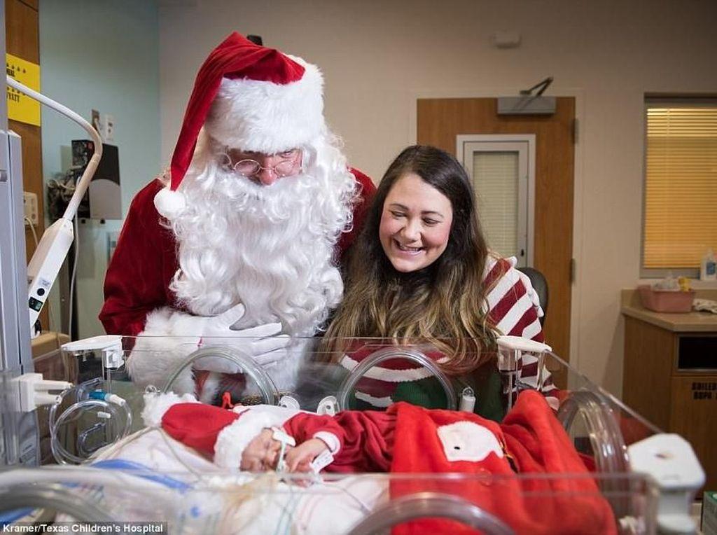 Happy! Saat Bayi Prematur di NICU Rayakan Natal Bareng Santa Claus