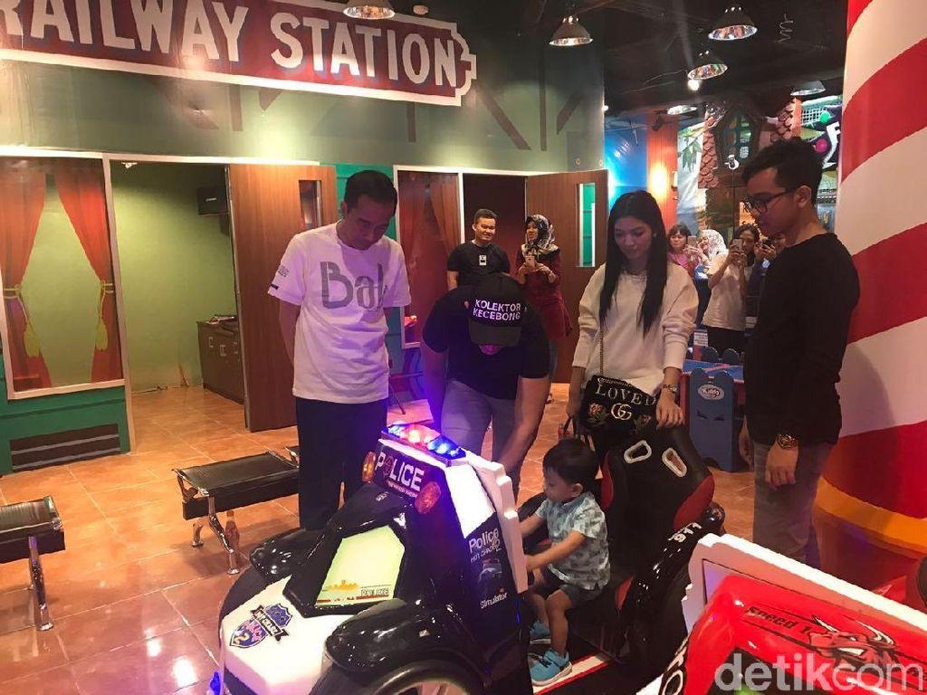 Potret Liburan Jokowi dan Cucu di Bogor