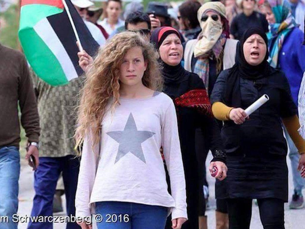 Si Pirang Ahed Tamimi, Gadis Palestina yang Tak Takut Lawan Israel