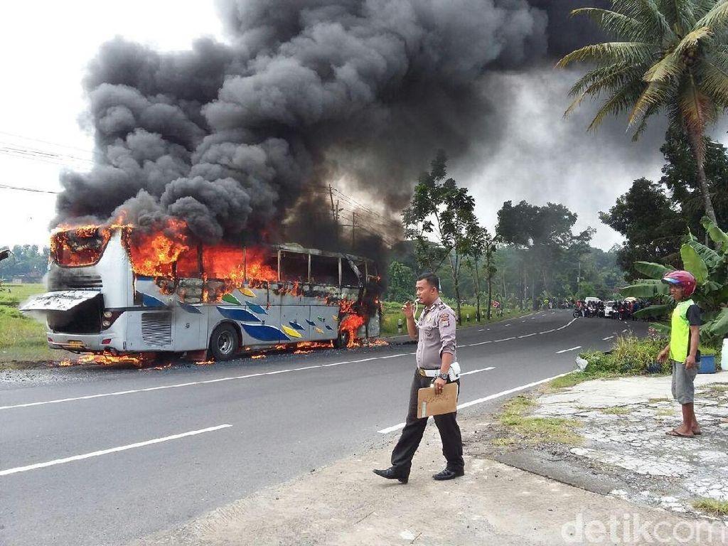 Ngeblong, Bus PO Sahabat Tabrak Pemotor Lalu Terbakar di Bantul