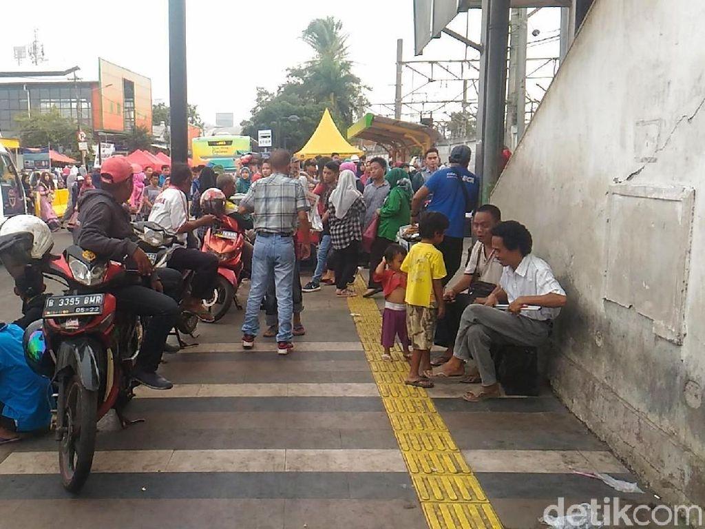 Penampakan Opang dan PKL Mangkal Lagi di Trotoar Stasiun Tanah Abang