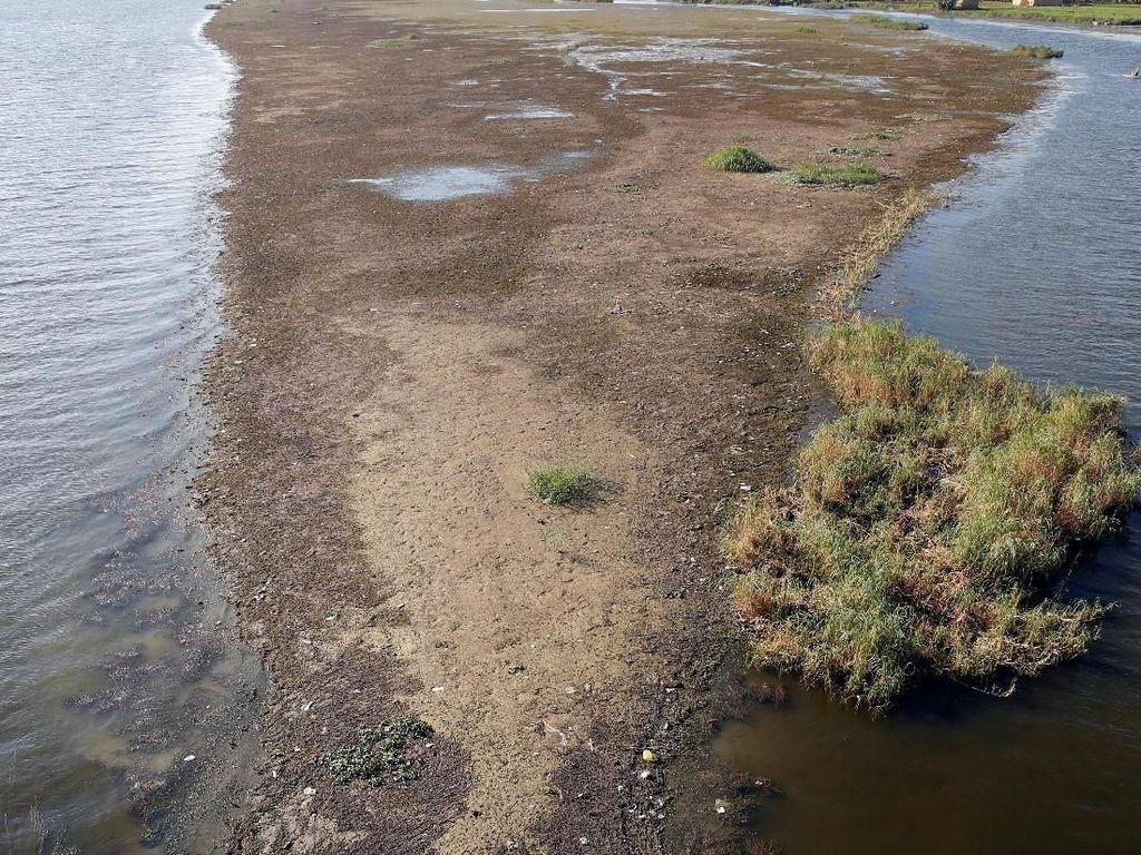 Begini Sungai Nil Saat Surut, Muncul Daratan Bisa Jadi Tempat Mancing