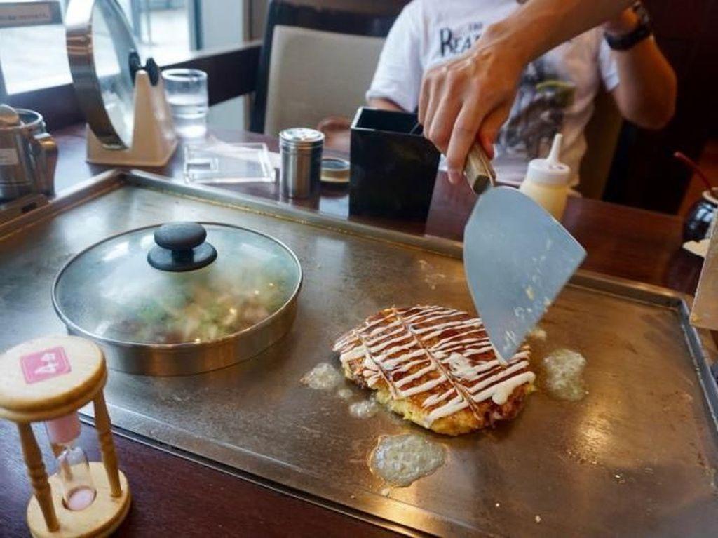 Nyobain Okonomiyaki Langsung di Negara Asalnya