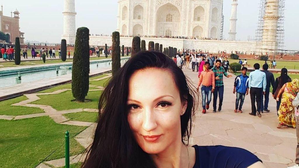 Foto: Liburannya Ekaterina, Model yang Punya Kaki Terpanjang Sedunia