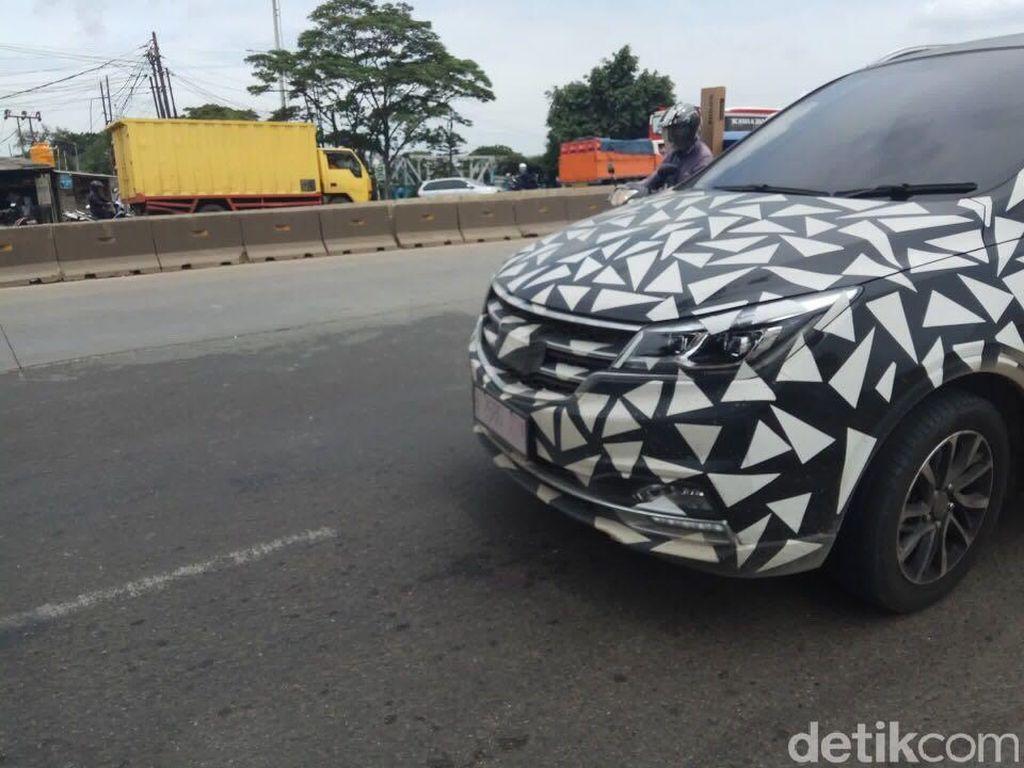 Wuling Cortez Cat Walk di Jalanan Jakarta