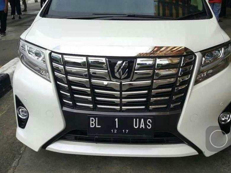 Viral! Ustaz Somad Pakai Mobil New Vellfire Nopol BL-1-UAS di Aceh