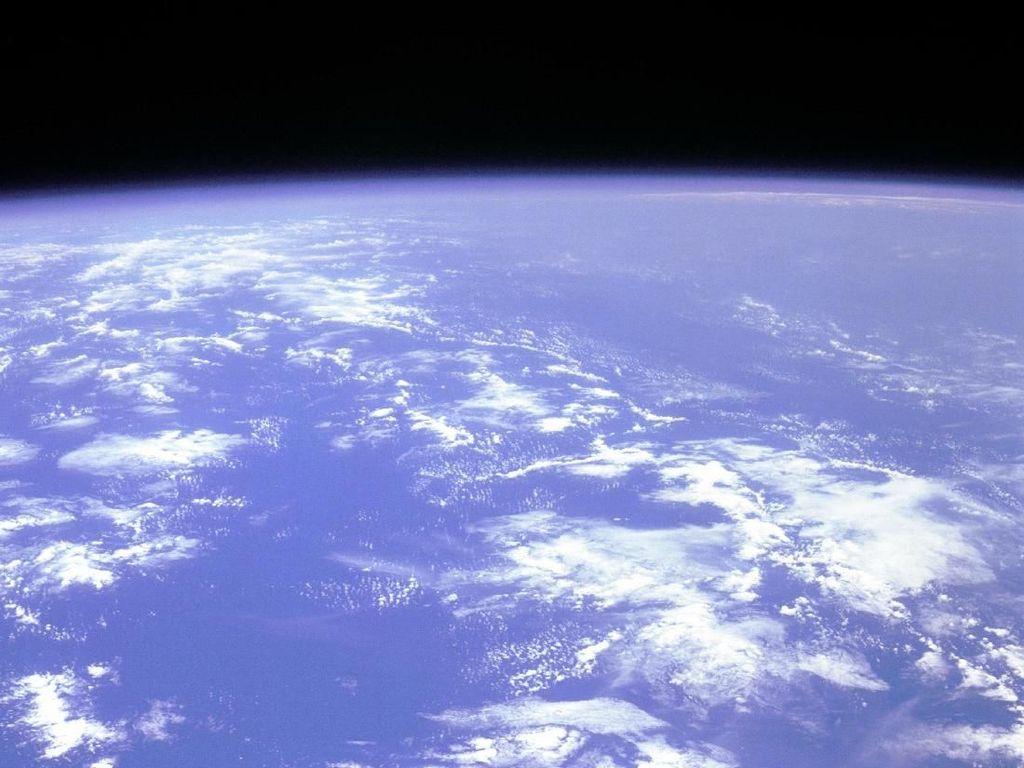 Momen Bersejarah Pertama Kali Manusia Melayang di Angkasa