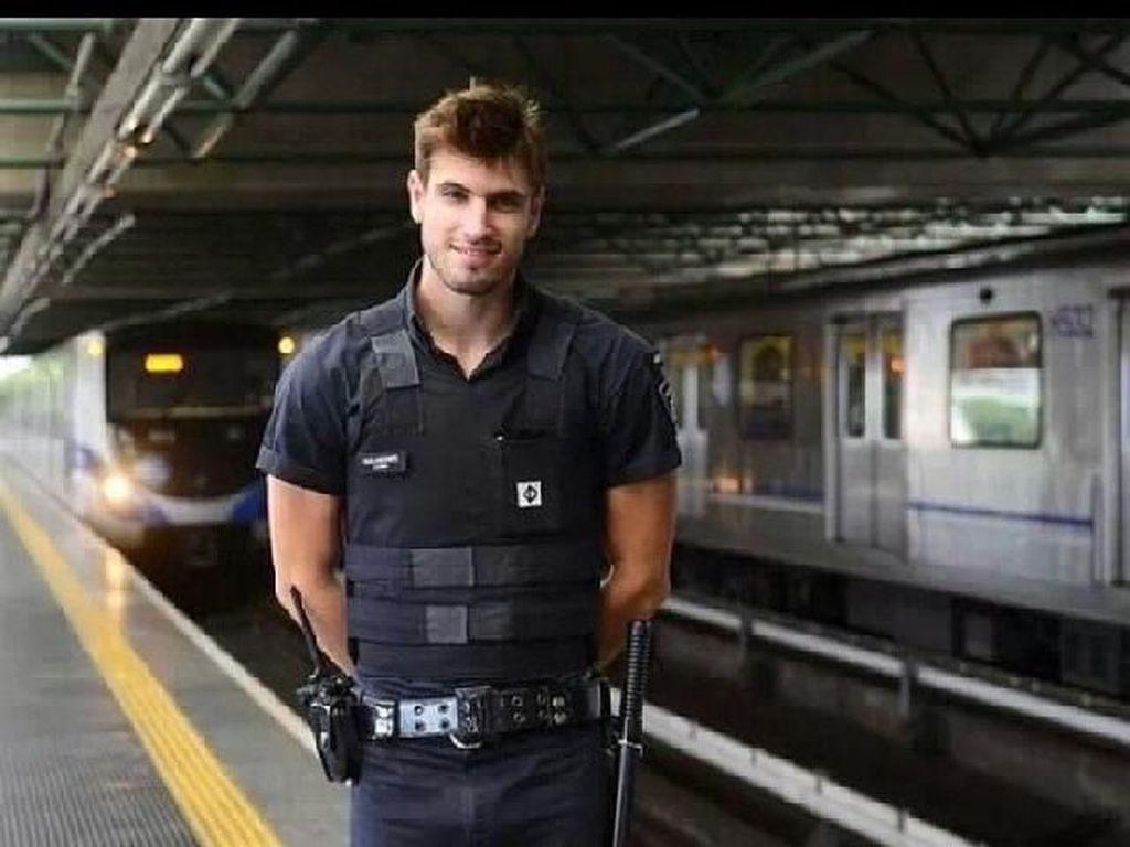 Foto: Penjaga Subway Paling Ganteng di Dunia