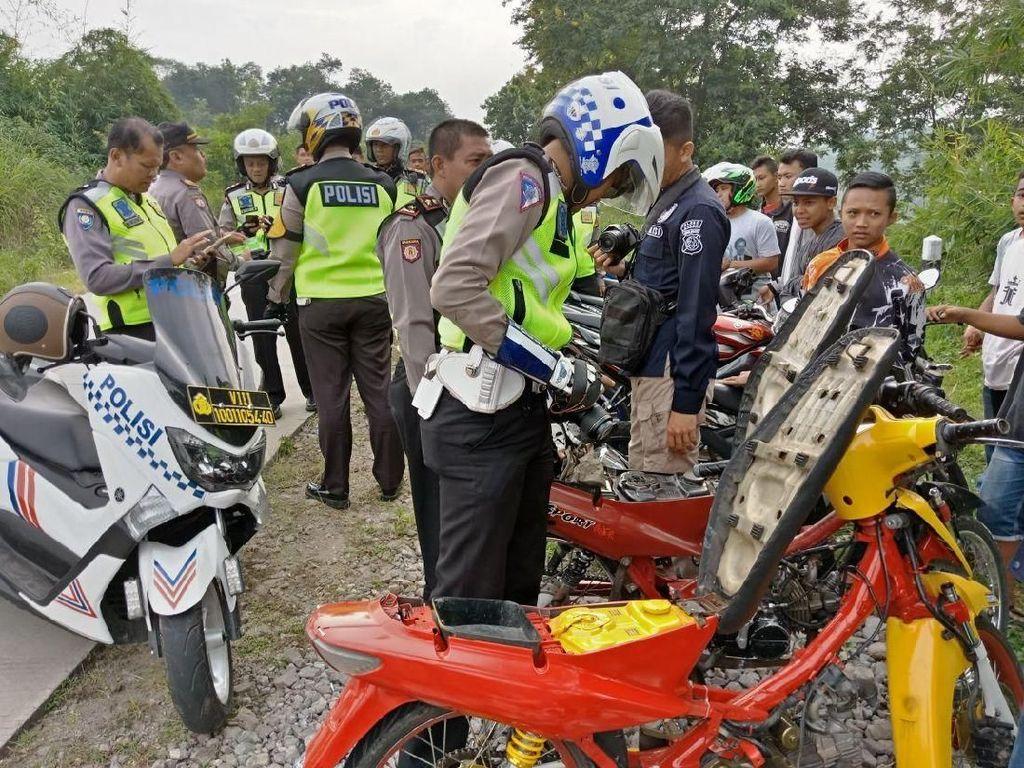 Bubarkan Balapan Liar, Polisi Sita Motor hingga Miras
