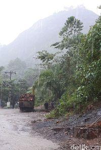 Diapit Tebing Terjal, Bentang Alam Jalan Sigura-gura