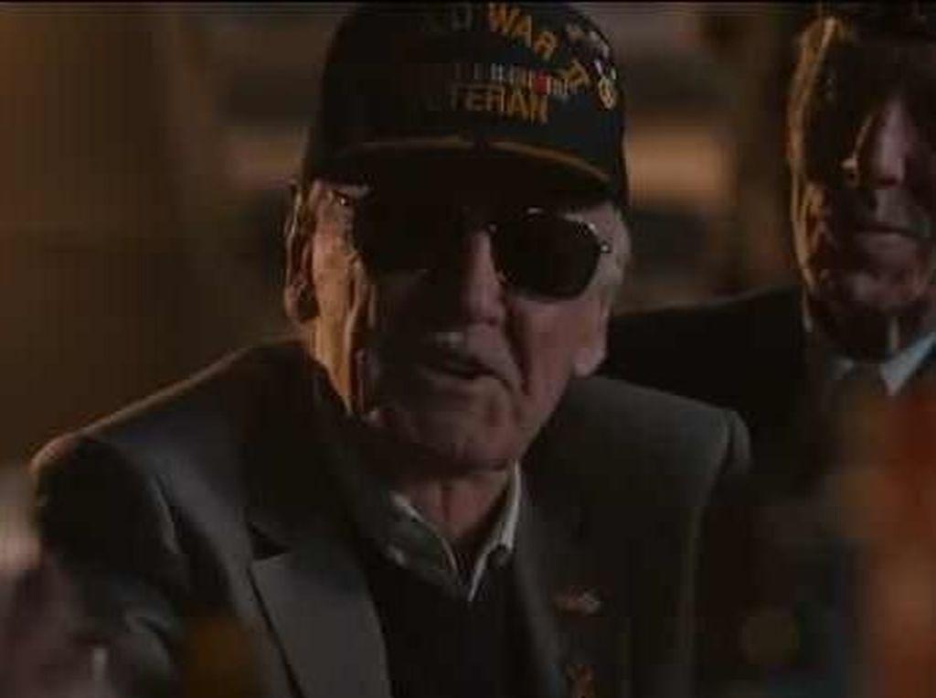 Stan Lee Dilarikan ke Rumah Sakit