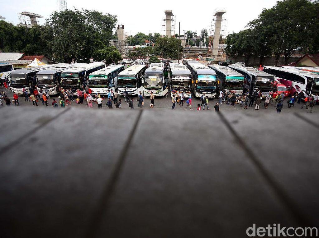 Masuki Libur Panjang, Terminal Kampung Rambutan Mulai Ramai