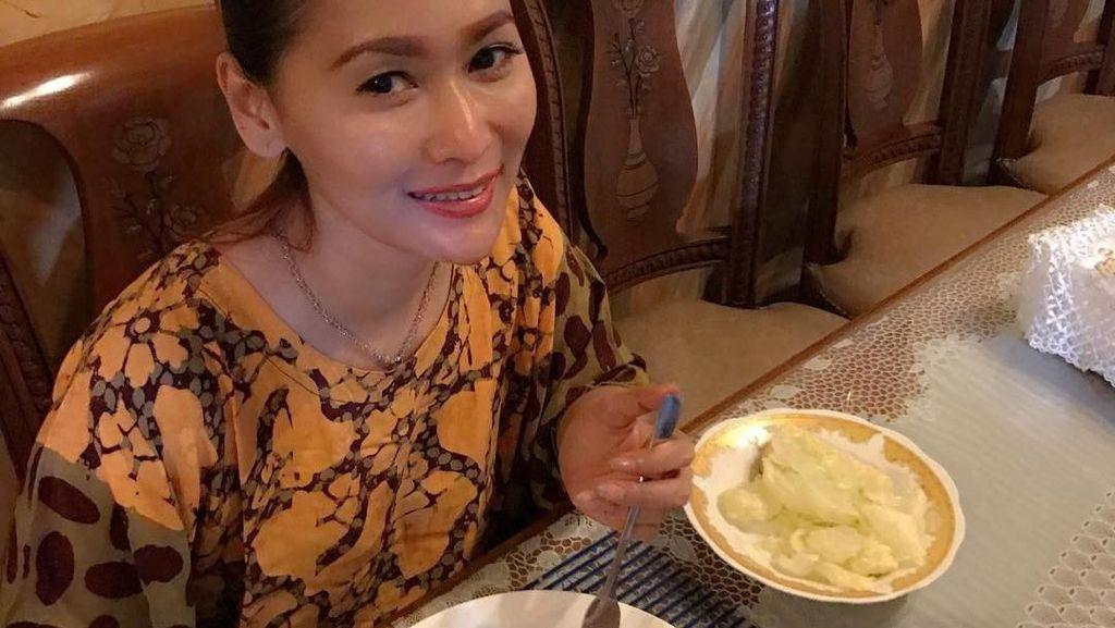 Meskipun Jadi Selebriti Ternyata Inul Doyan Makanan Sederhana, Ini Buktinya!