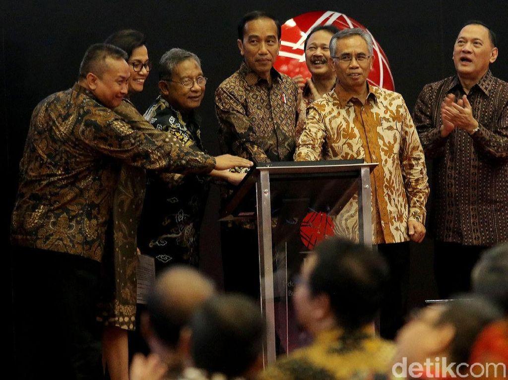 Jokowi Semringah IHSG Tembus Rekor 6.355