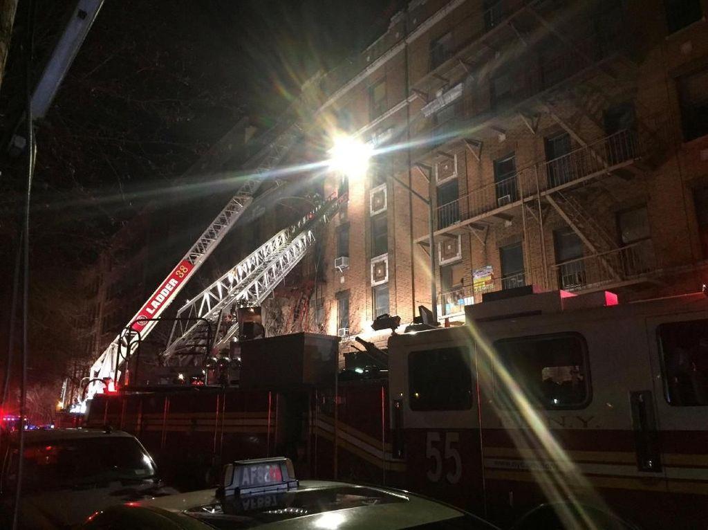 Kebakaran Hebat di Apartemen New York, 12 Orang Tewas