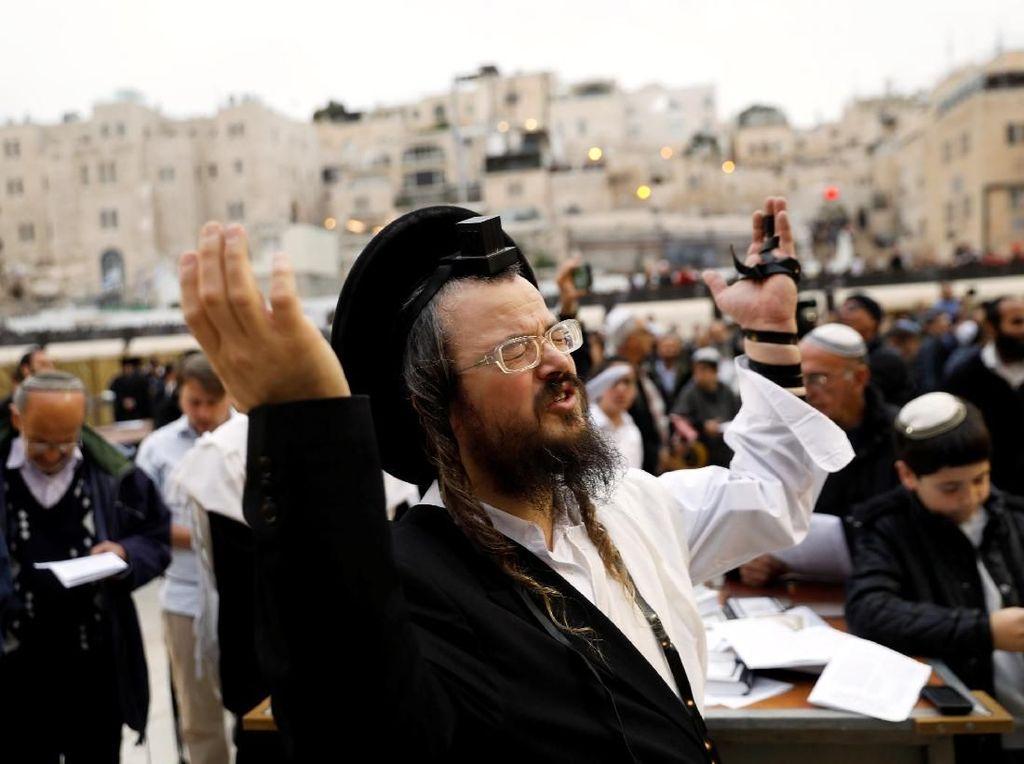 Warga dan Menteri Israel Ramai-ramai Doa Minta Hujan di Yerusalem