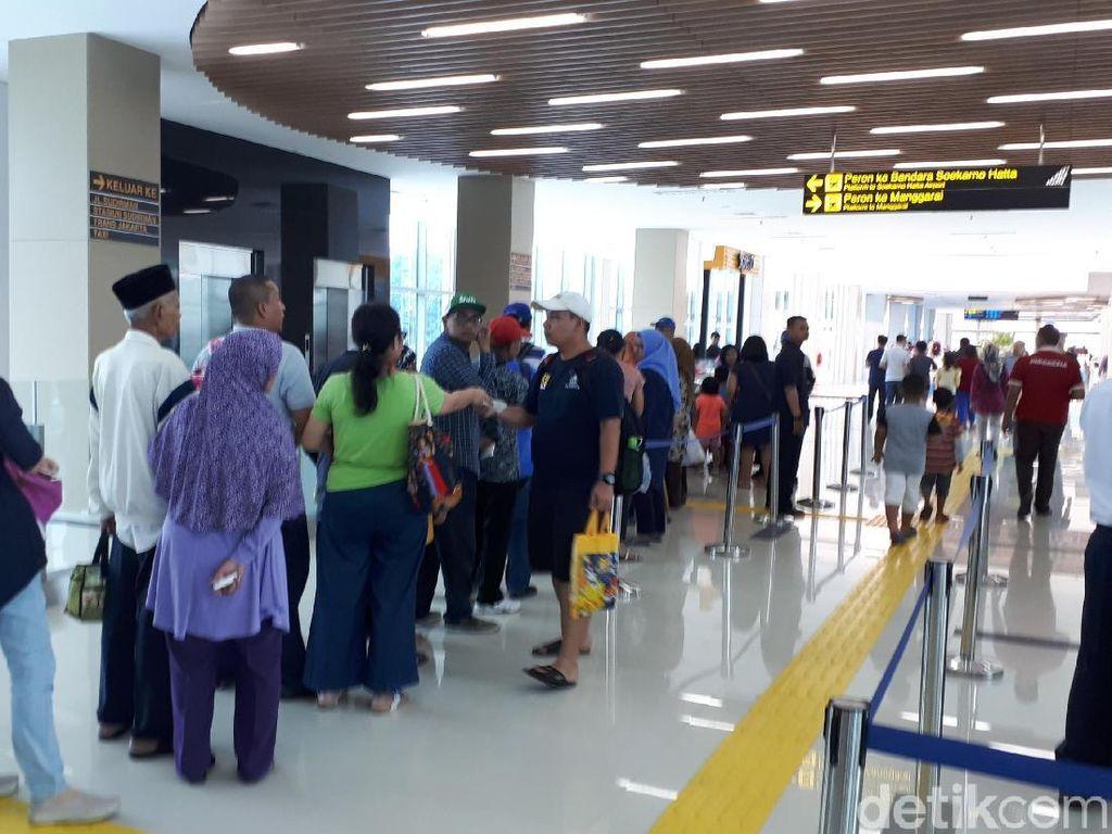Tiket Kereta Bandara Ludes, Begini Suasana di Stasiun Sudirman Baru