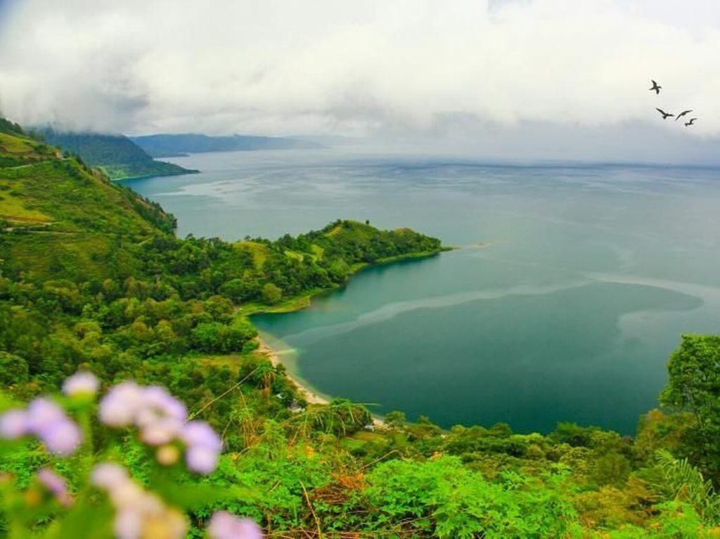 Hatiku Tertinggal di Danau Toba