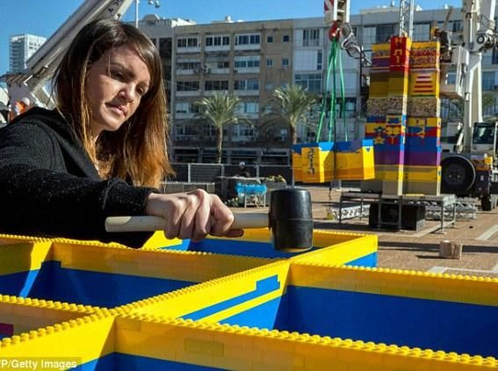 Israel Siap Pecahkan Rekor Menara Lego Tertinggi di Dunia
