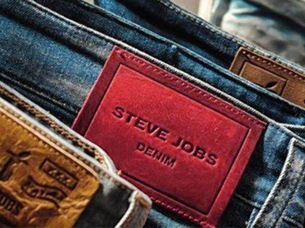 Ketika Steve Jobs Dipakai Jadi Brand Busana di Italia