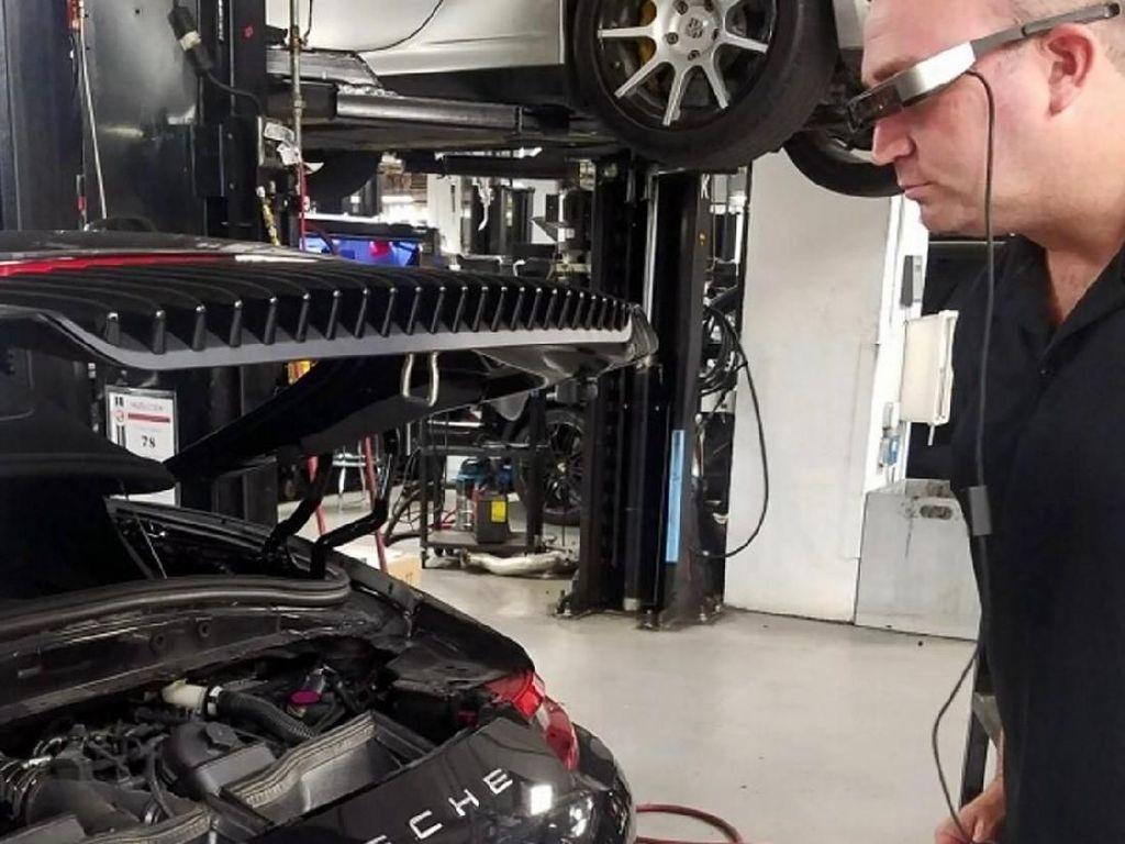 Keren, Cek Kerusakan Mobil Pakai Kacamata Pintar