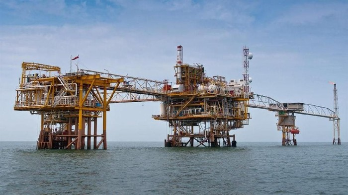 Cadangan minyak dan gas bumi di Blok Mahakam, Kalimantan Timur akan beralih kepemilikan ke PT Pertamina (persero). Peralihan ini akan resmi dilakukan tepat tanggal 1 Januari pukul 00.00 WITA.