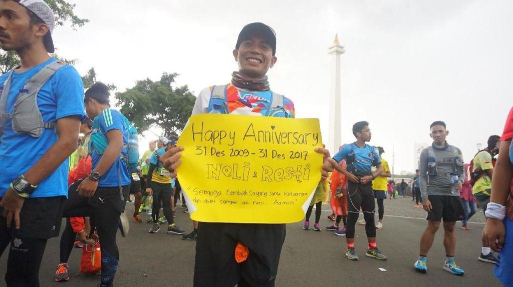 So Sweet! Lari Jakarta-Bogor Rayakan Tahun Baru Sekaligus Ultah Perkawinan