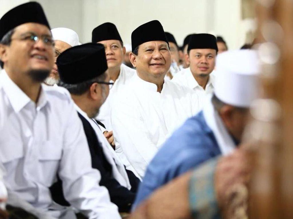 Momen Prabowo-Amien Rais Salat Subuh Berjemaah di Penghujung 2017