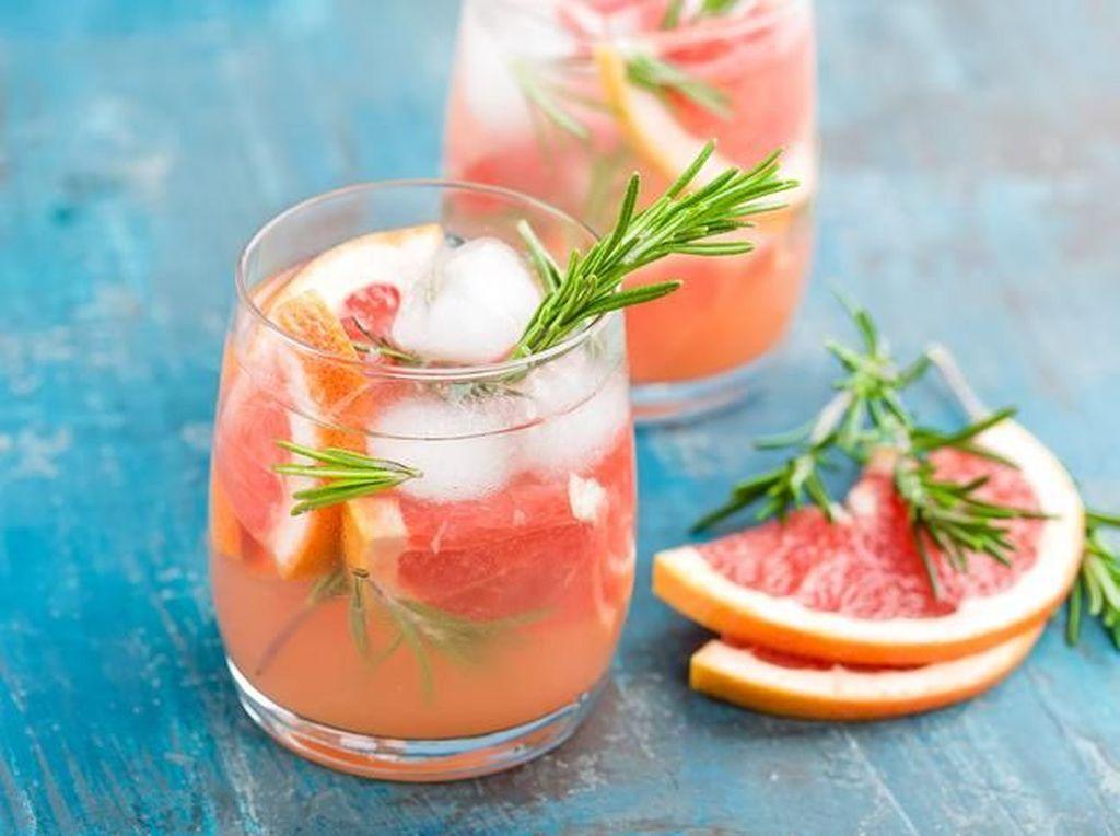 Racik Soft Drink dengan Buah untuk Minuman Segar Malam Ini