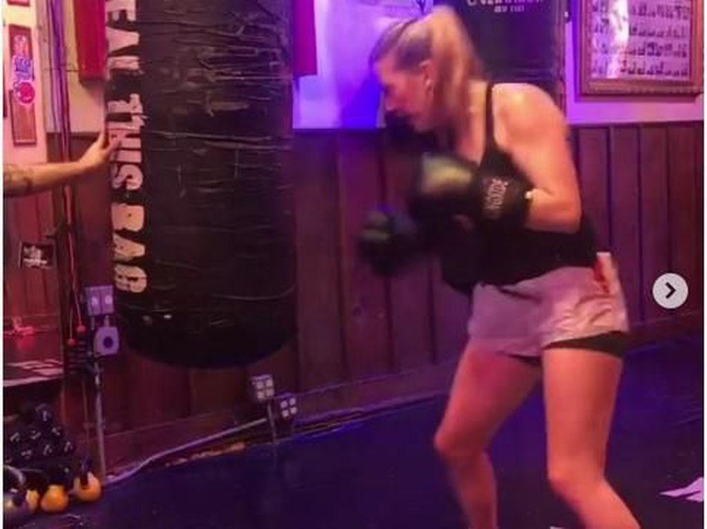 Foto: Gaharnya Ellie Goulding Saat Latihan Tinju