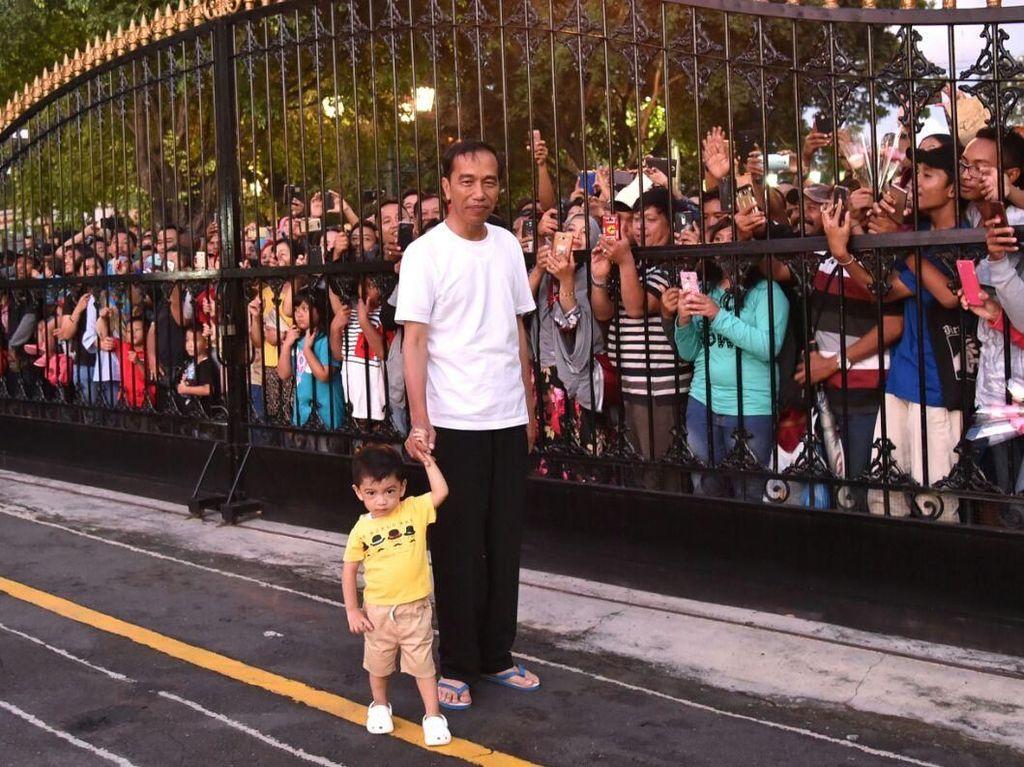 Gemasnya Jan Ethes saat Diajak Jokowi Sapa Warga Yogyakarta