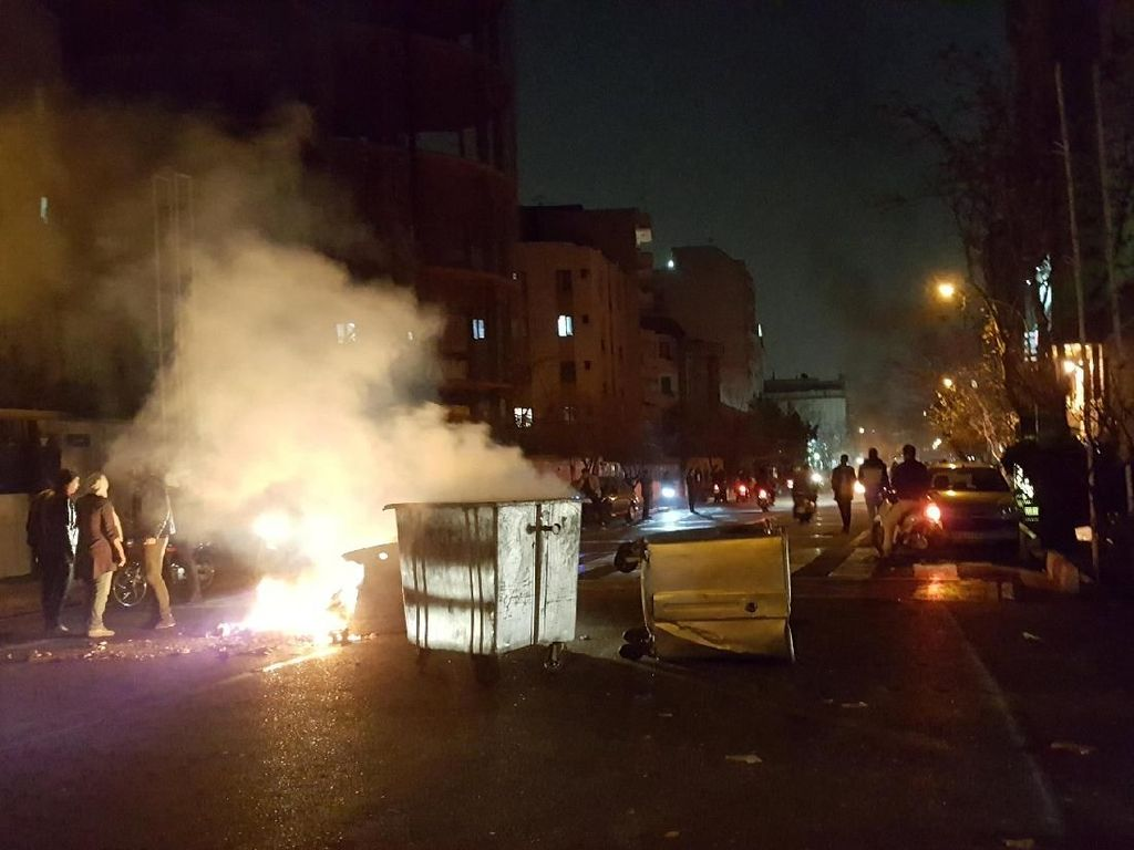 Potret Gelombang Demo Antipemerintah di Iran