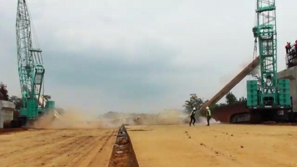 Foto: Detik-detik Ambruknya Pilar Beton di Proyek Tol Pemalang-Batang