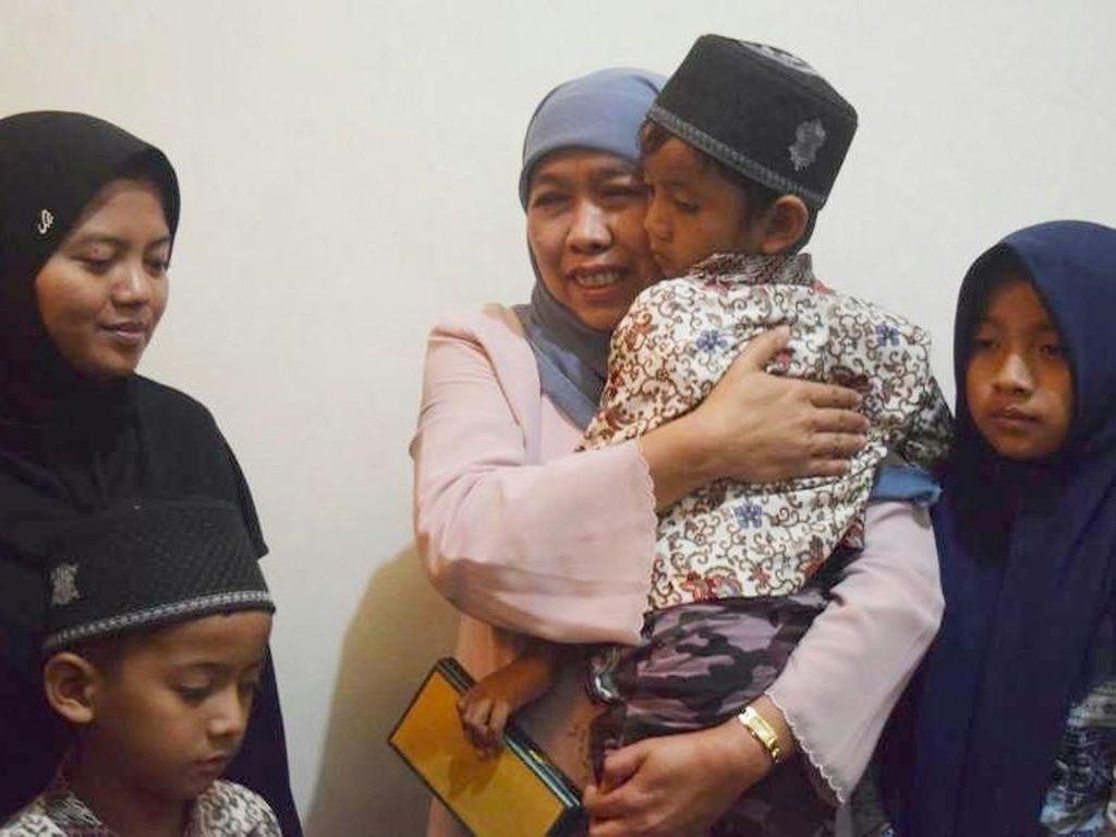 Mensos Kunjungi Keluarga Pendamping PKH yang Meninggal Dalam Tugas