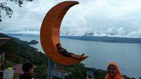 Tempat keren untuk berfoto dengan latar Danau Toba (Chaidir/detikTravel)