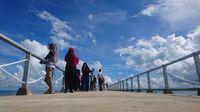 Selain bermain air, pengunjung juga bisa berfoto di kawasan pantai (Muhammad Iqbal/detikTravel)