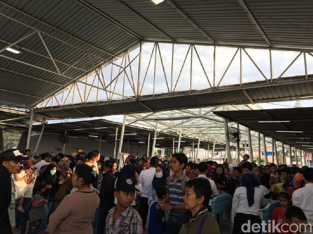 Libur Tahun Baru, Penumpang di Stasiun Bogor Membeludak