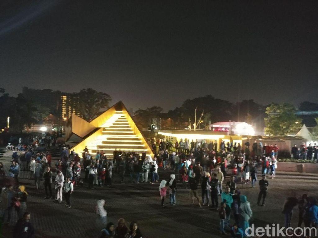Sambut Tahun Baru, Ridwan Kamil Resmikan Alun-alun Cicendo